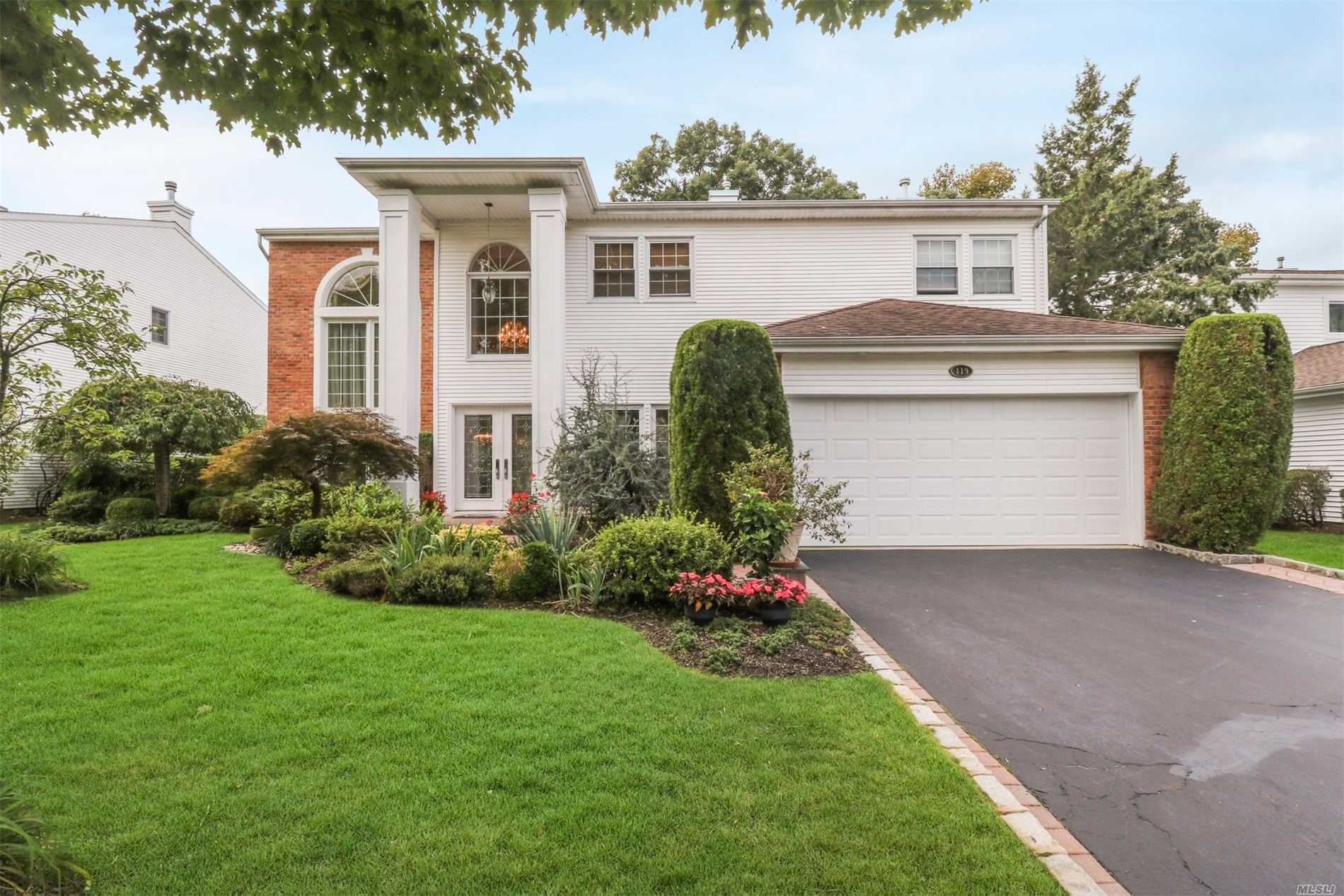 Photo of home for sale at 119 Fairway View Dr, Commack NY