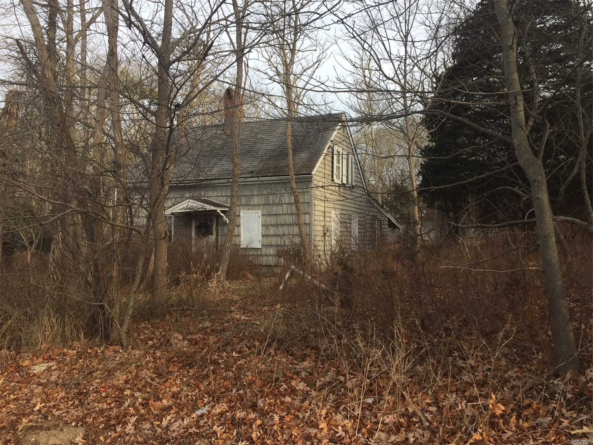Photo of home for sale at 1431 Montauk Hwy, Moriches NY