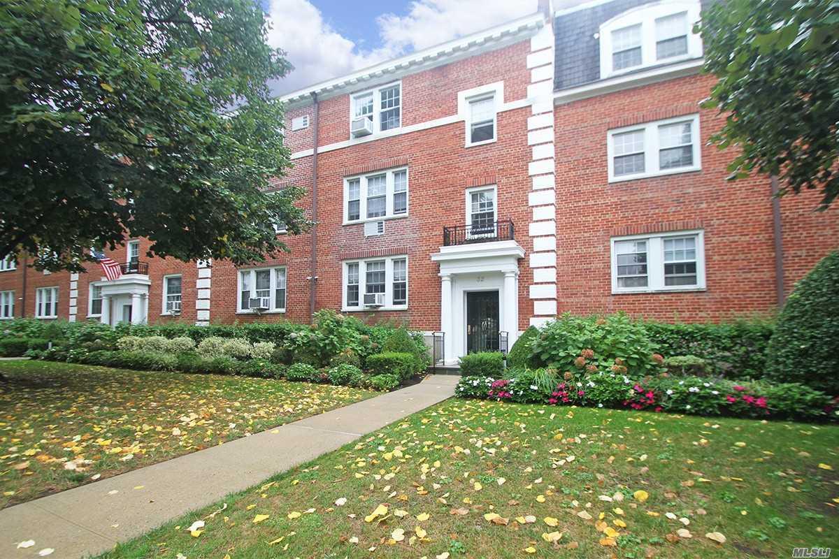 Property for sale at 32 Hamilton Pl, Garden City,  NY 11530