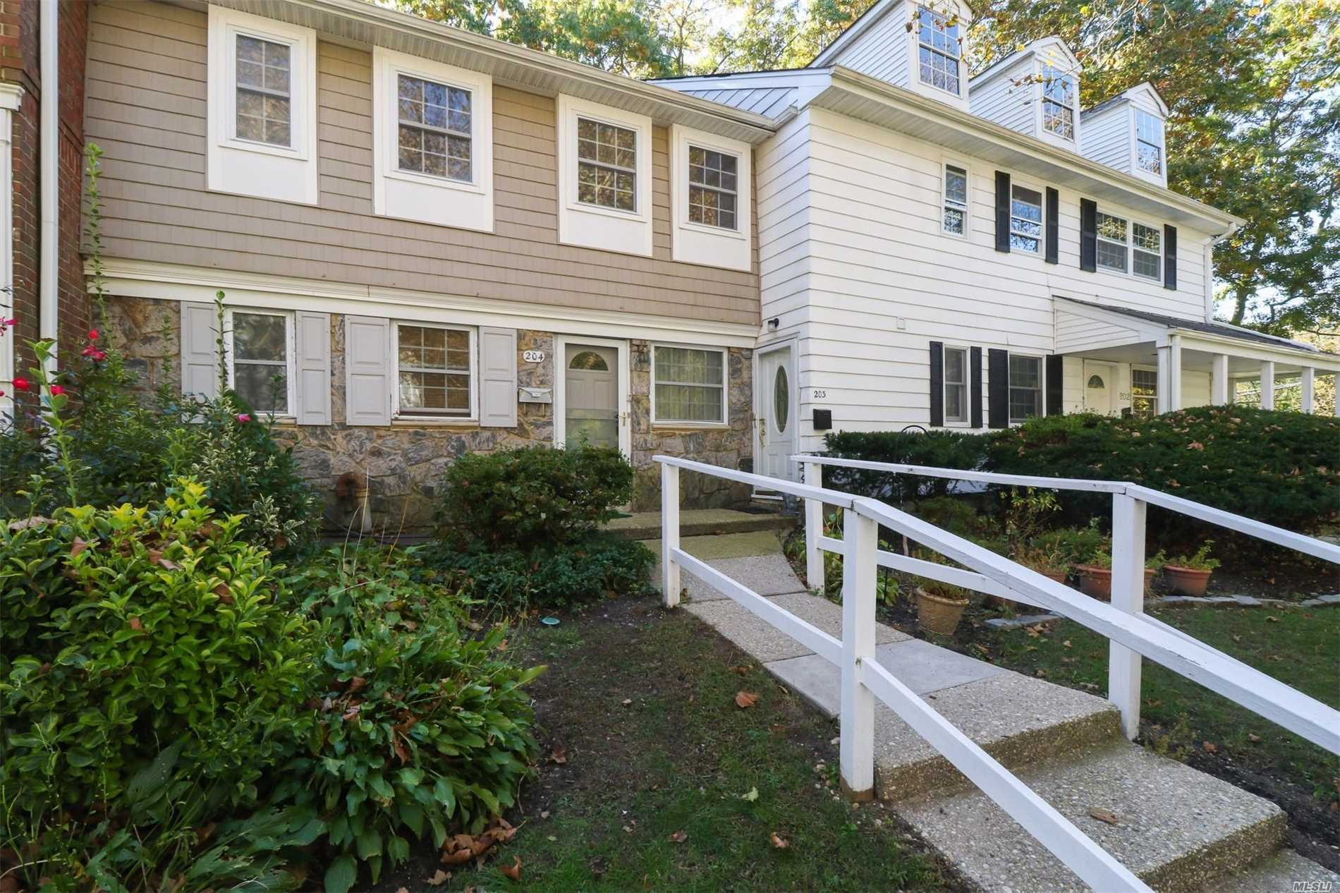 Property for sale at 204 Towne House Vlg, Hauppauge,  NY 11749