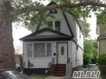 Photo of home for sale at 117-24 199 St, St. Albans NY