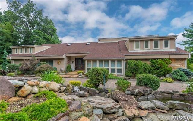 Photo of home for sale at 14 Grace Ln, Oyster Bay Cove NY