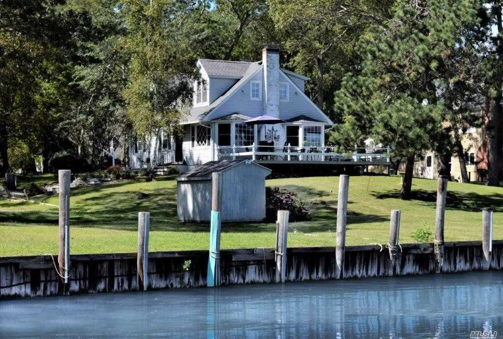 Photo of home for sale at 1705 Arshamomaque Ave, Southold NY