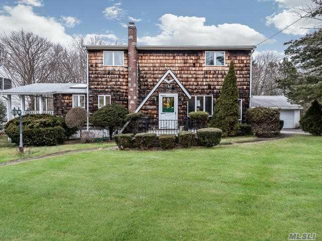 Photo of home for sale at 14 Lovers Ln, Huntington NY