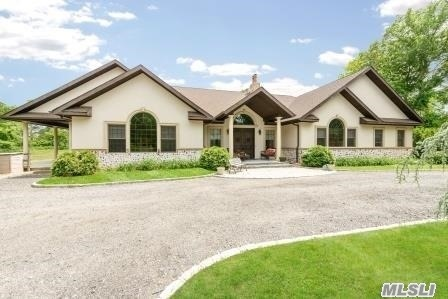 Photo of home for sale at 5140 Northern, Upper Brookville NY