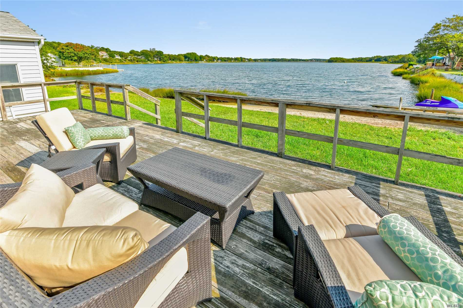 Photo of home for sale at 160 Old Cove Blvd, Southold NY