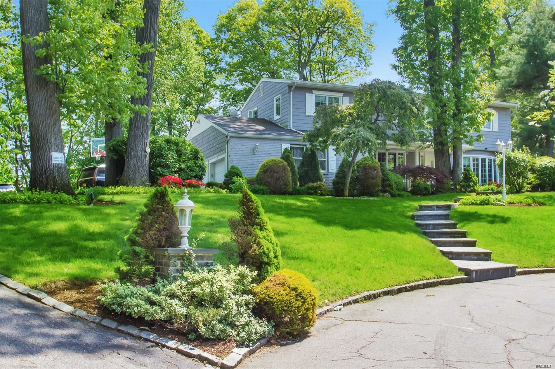 Photo of home for sale at 50 Oriole Dr, East Hills NY
