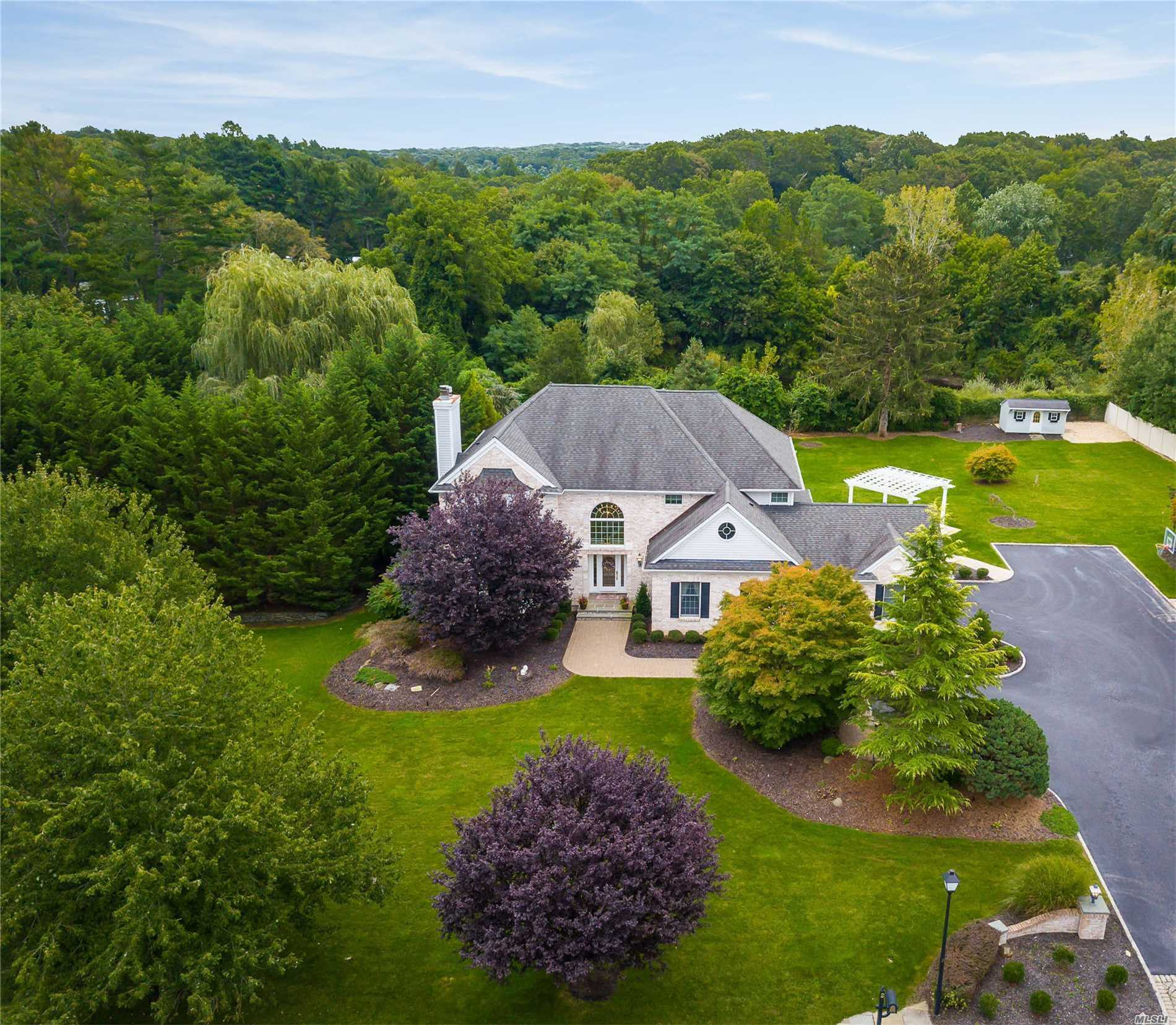 Photo of home for sale at 2 Spinnaker Ct, Northport NY