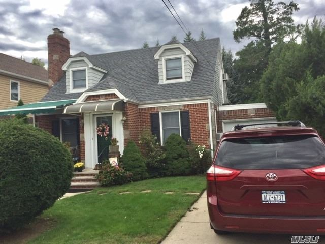 Photo of home for sale at 707 Terrace Blvd, New Hyde Park NY