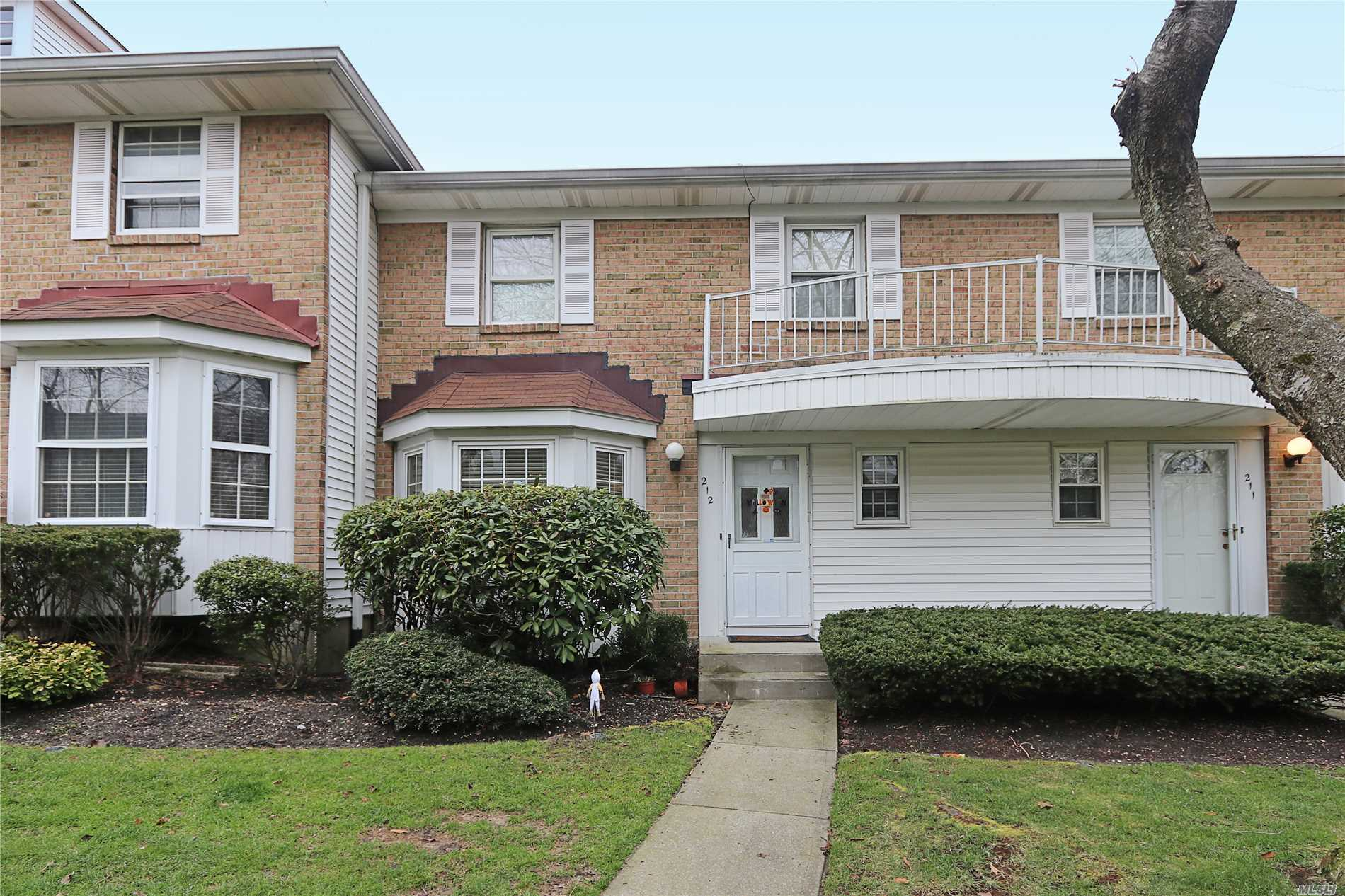 Property for sale at 212 Summit Way, Syosset,  NY 11791