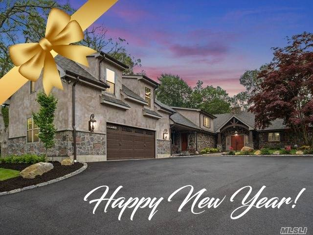 Photo of home for sale at 17 Fieldstone Ct, Kings Park NY