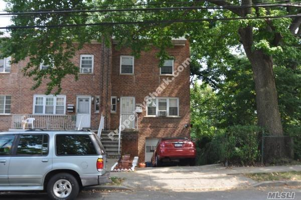 Photo of home for sale at 2528 Pearsall Ave, Bronx NY
