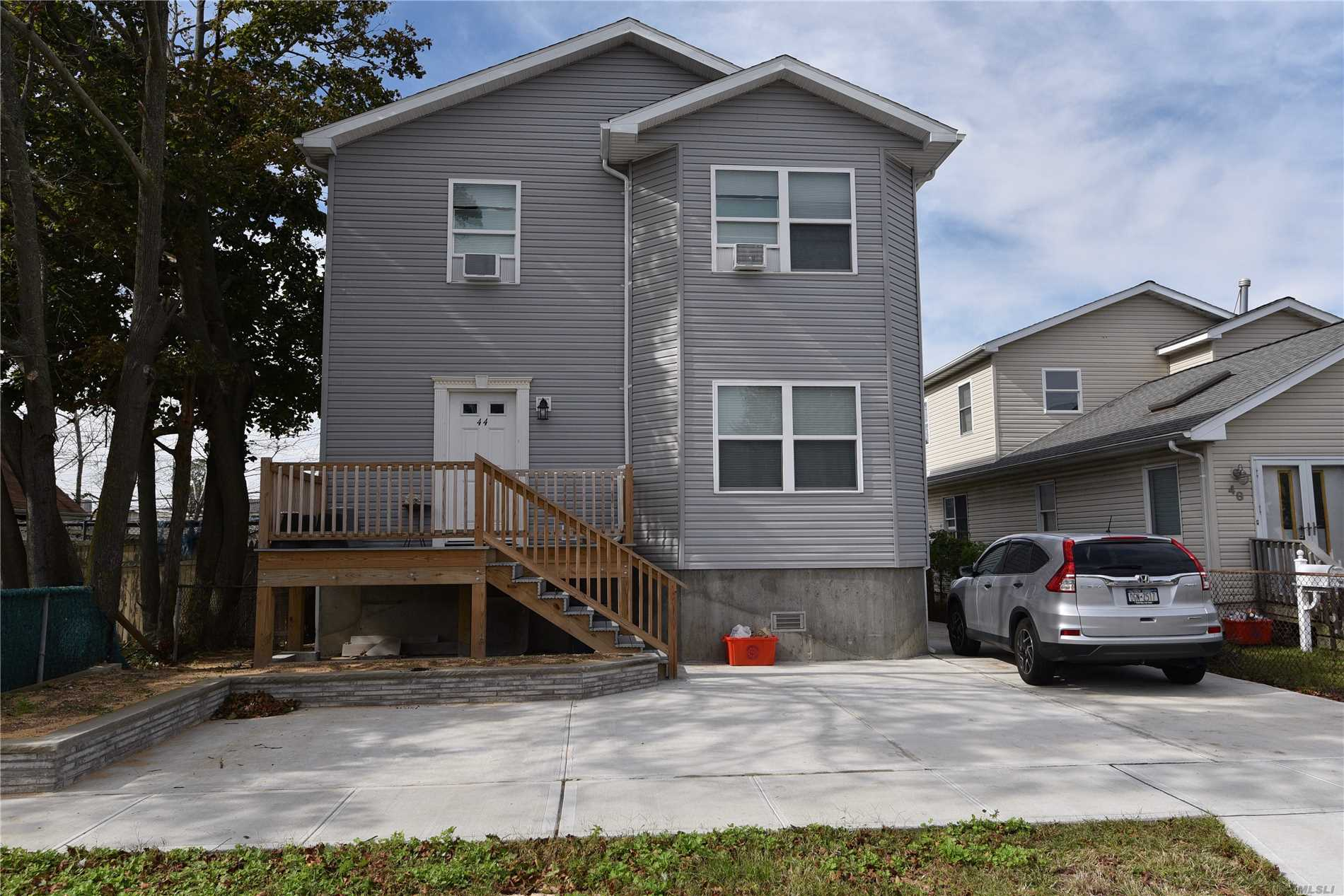 Photo of home for sale at 44 Kildare Rd, Island Park NY