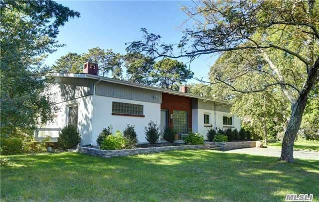 Photo of home for sale at 12 Flocee Ln, Hampton Bays NY