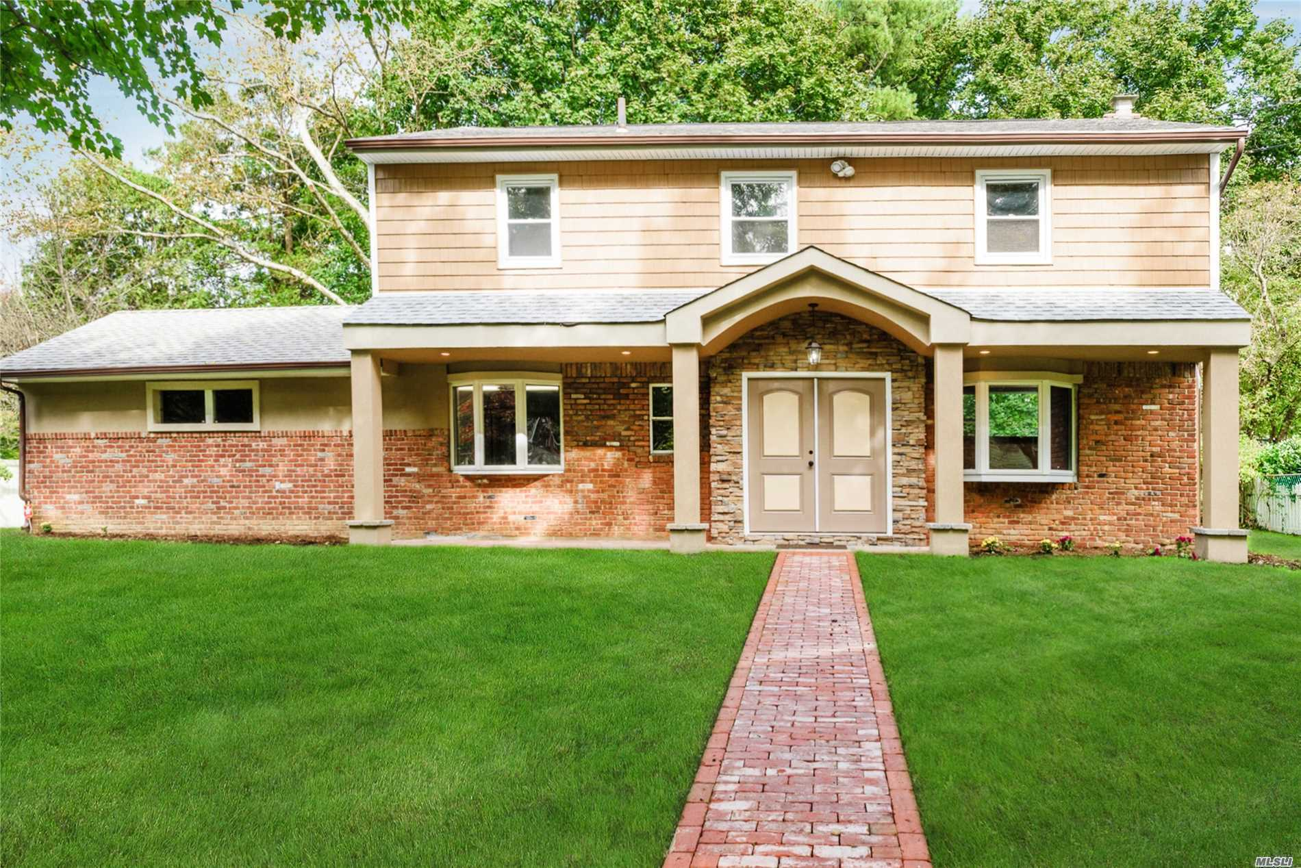 Photo of home for sale at 9 Rolling Hills Dr, Huntington Sta NY