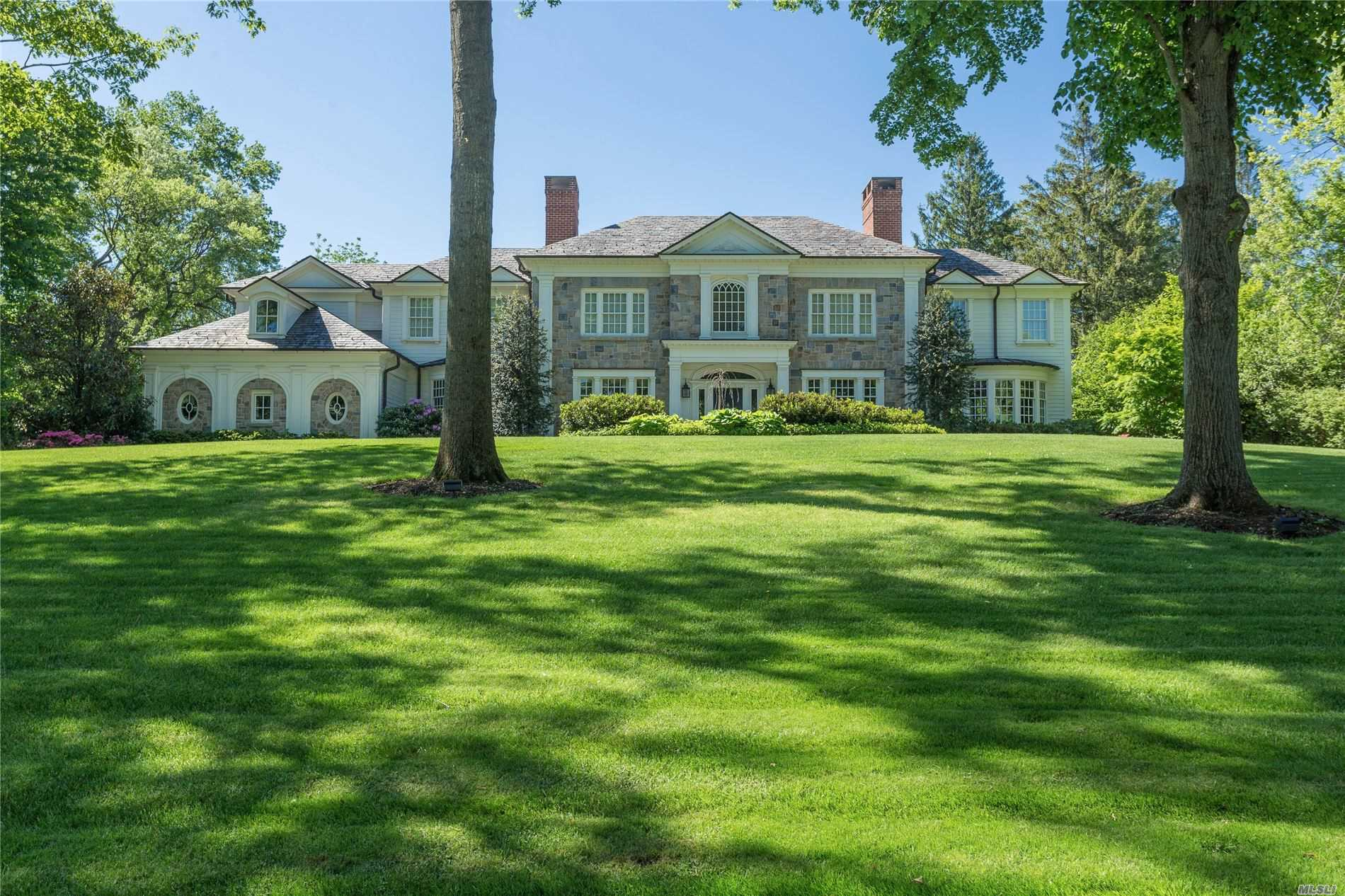 Photo of home for sale at 260 Elderfields Rd, Manhasset NY
