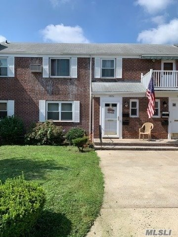 Listing in Glen Oaks, NY