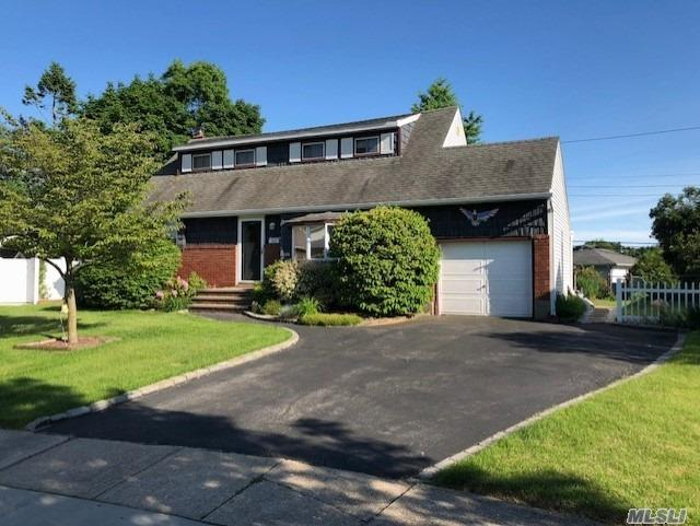 Listing in Syosset, NY