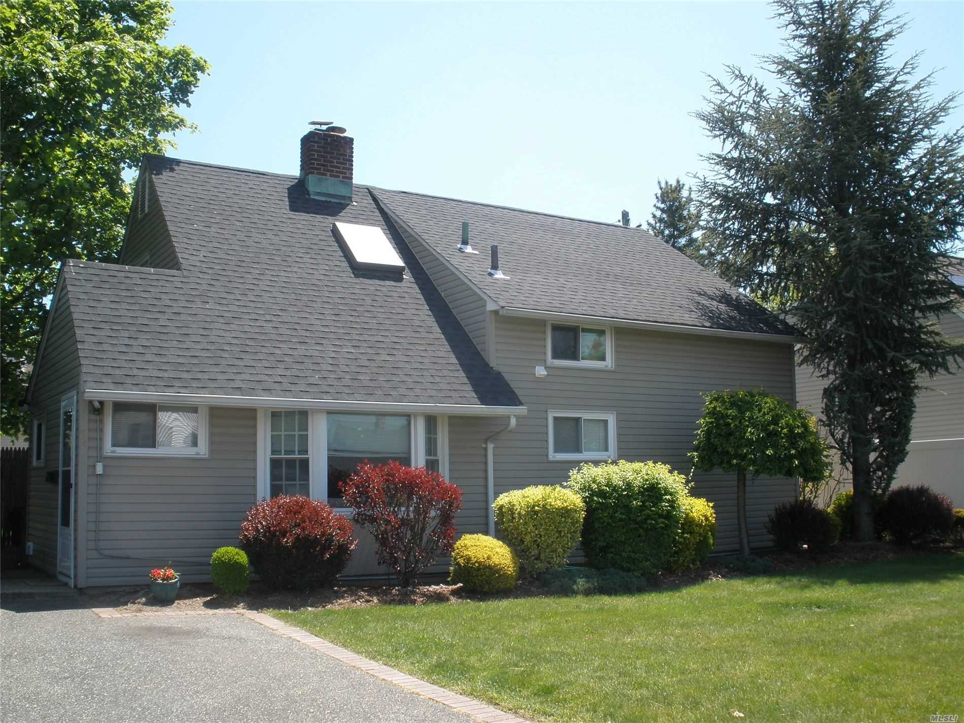 Listing in Levittown, NY