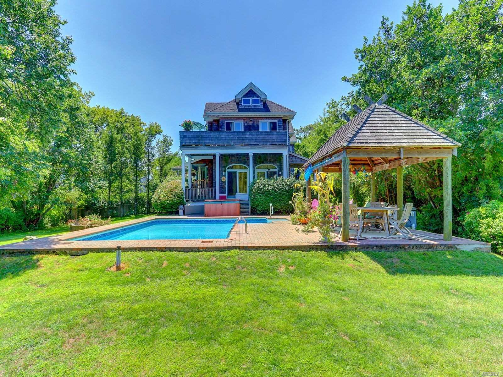 Listing in West Islip, NY