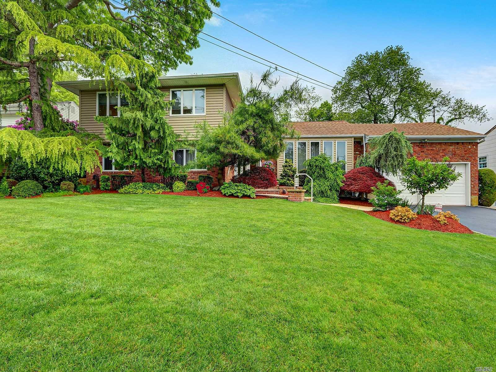 Listing in Plainview, NY