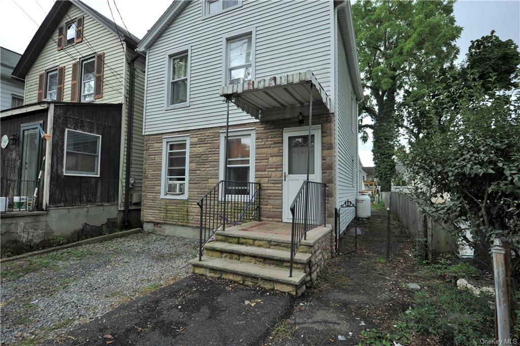 Cozy ARCHVILLE Colonial nestled on quiet dead end street across from picturesque meadow/Level fenced