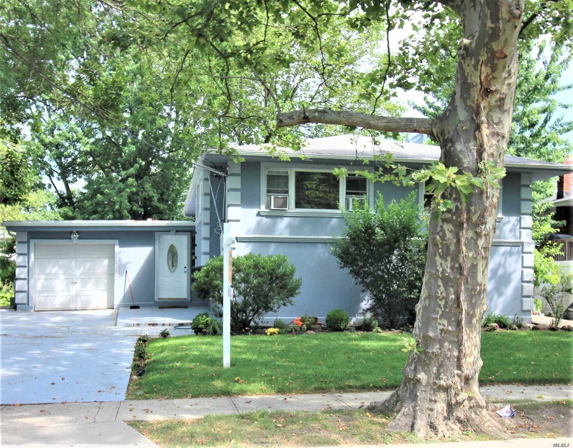 Listing in Woodmere, NY