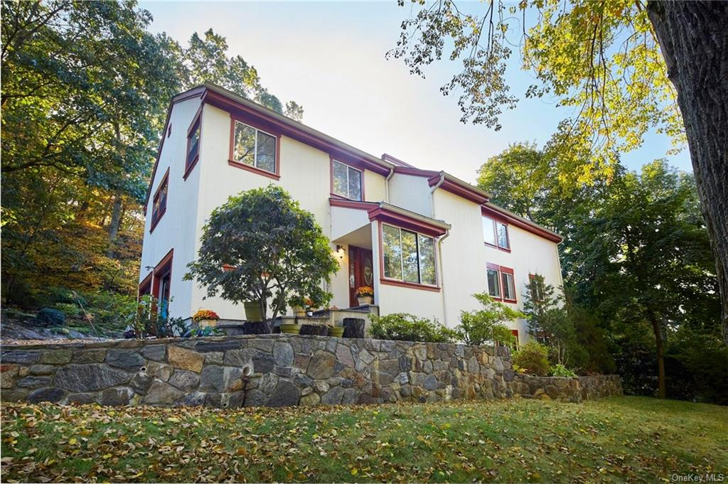 Welcome to Patricia Lane! VACANT and ready to view. Easy commute to NYC. This 3 floor contemporary c
