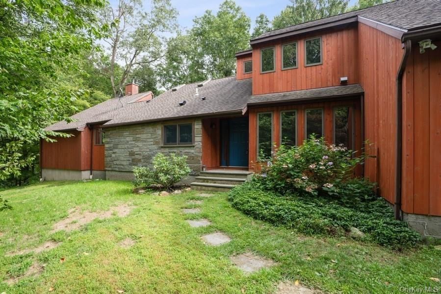 Looking for privacy, hiking and relaxation?  Look no further!  This beautifully renovated home offer