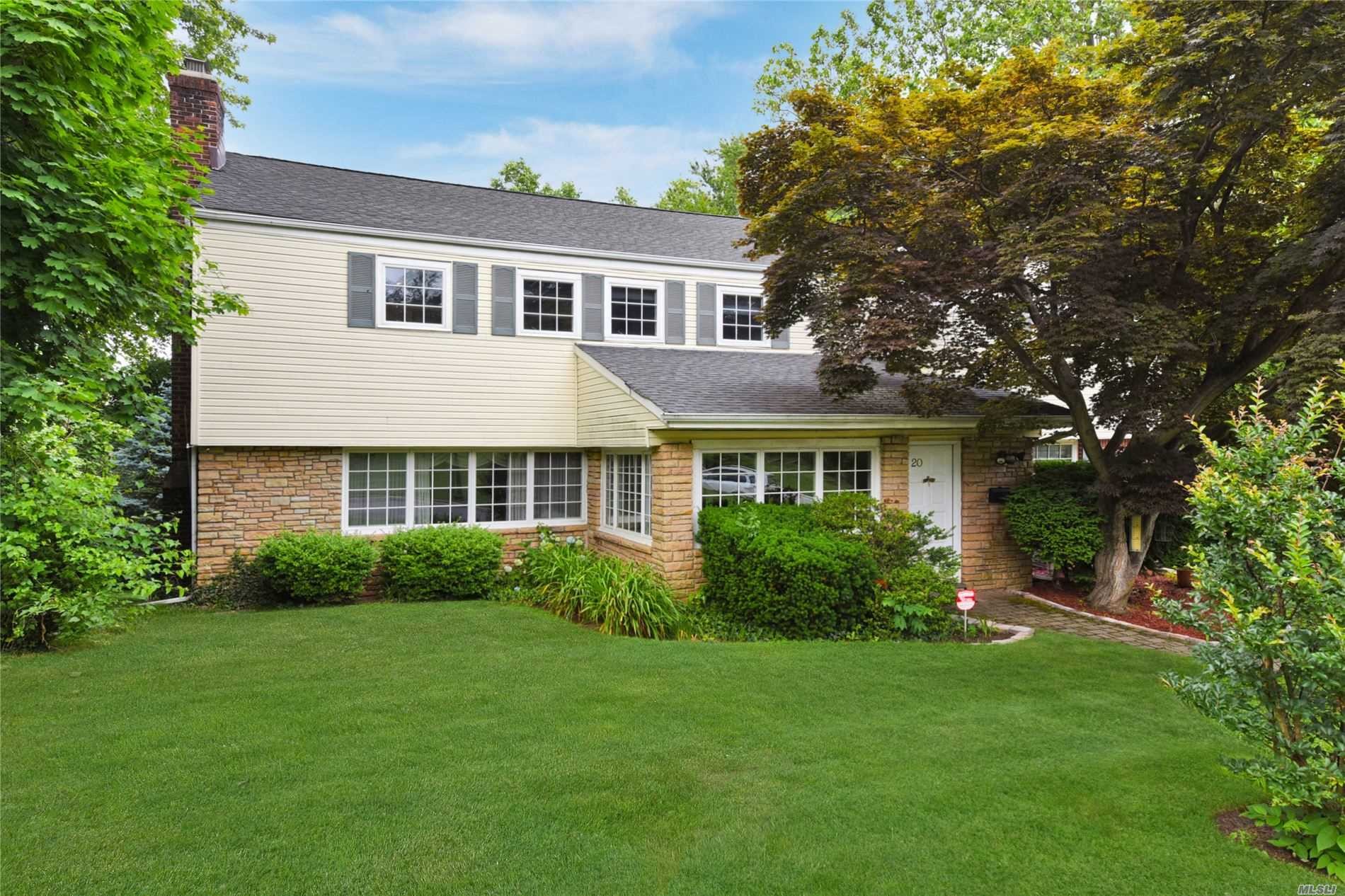 Listing in Great Neck, NY