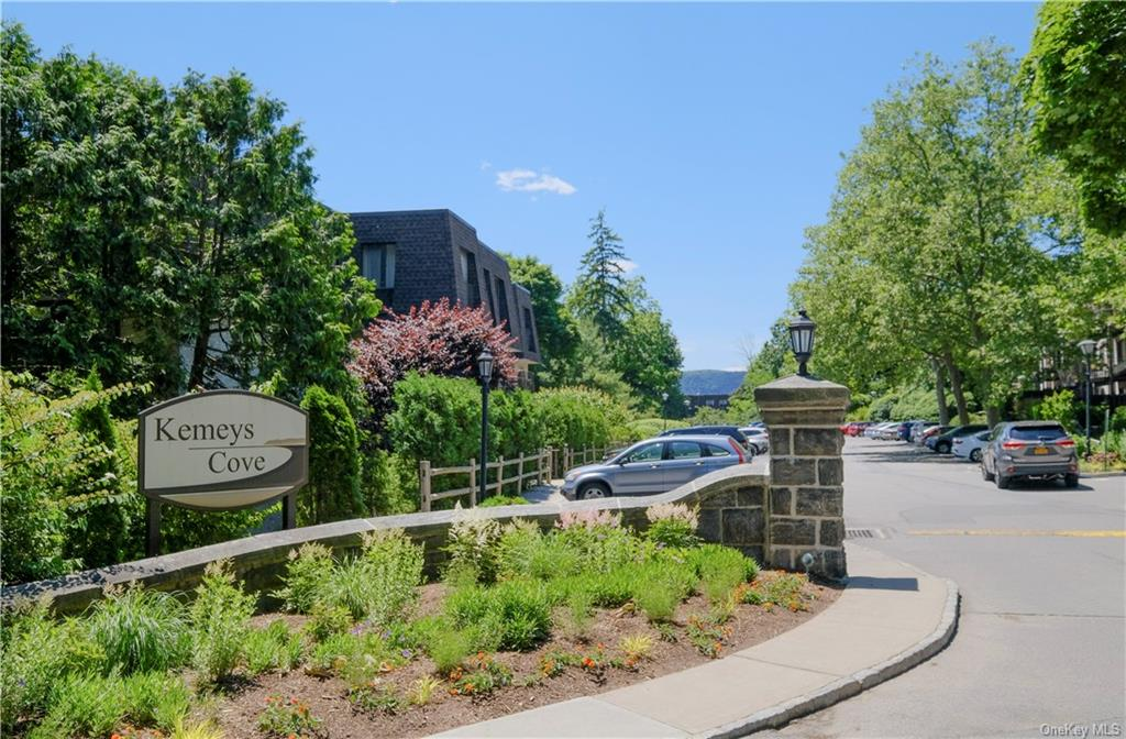 Very desirable and sunny top floor corner unit.  Feels like a townhouse, with social areas in lower