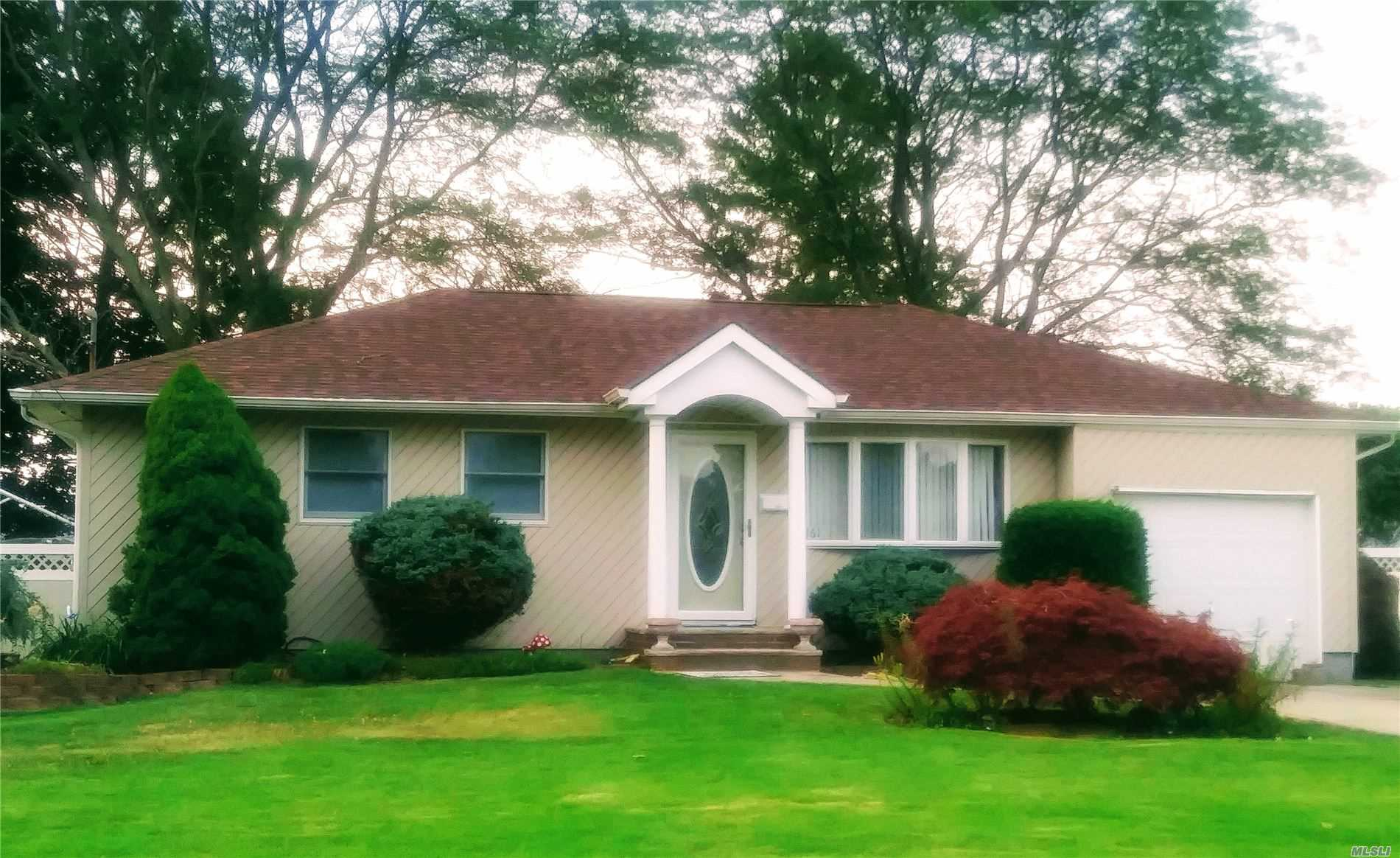 Listing in Oakdale, NY