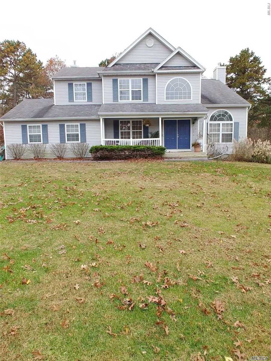 Listing in Middle Island, NY