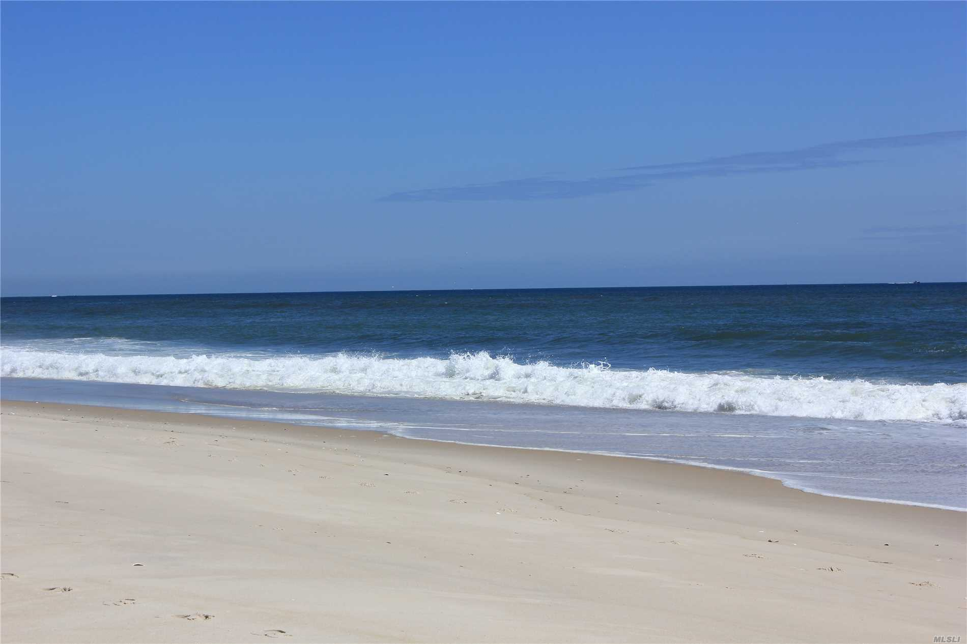 Listing in Westhampton Bch, NY
