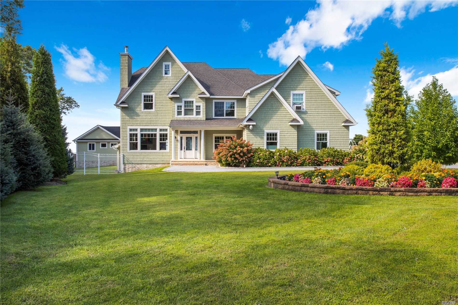 Listing in Riverhead, NY