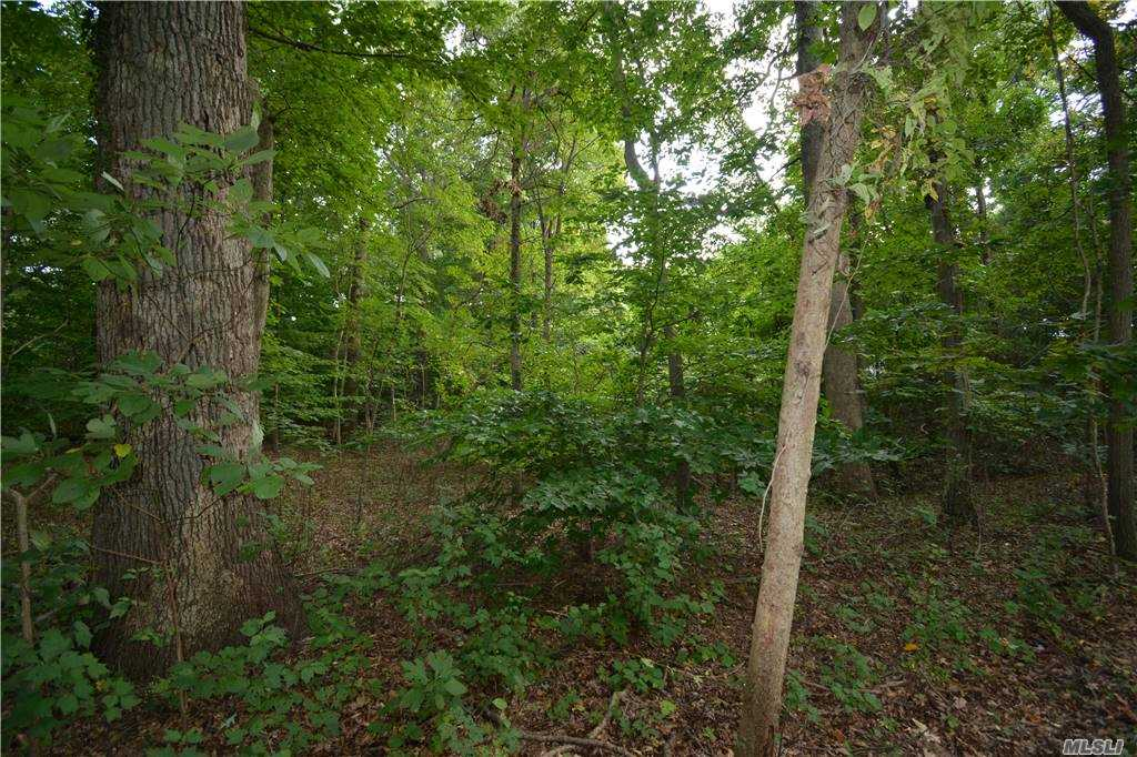 Listing in Nissequogue, NY