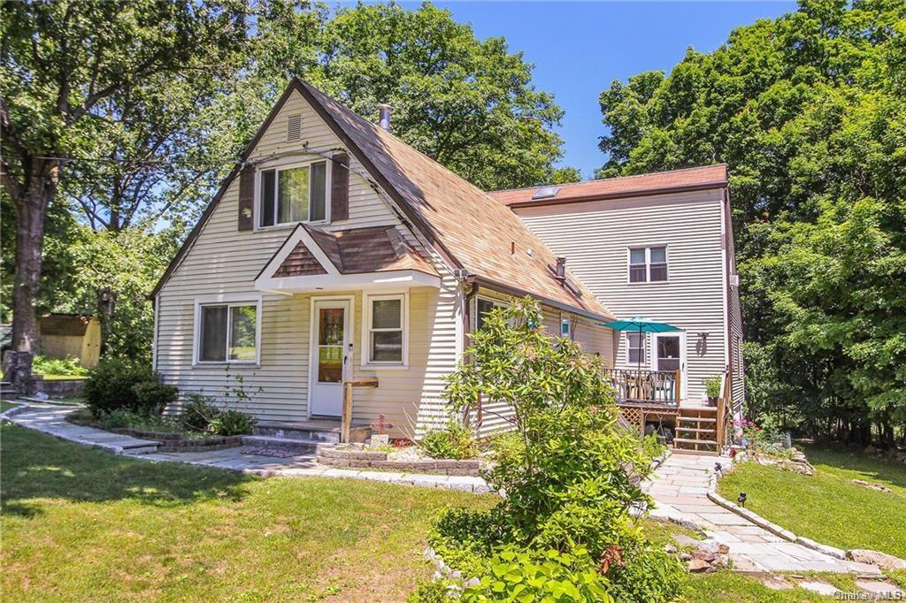 Excellent Opportunity to live-in the Putnam Valley area. This single family home has a legal accesso
