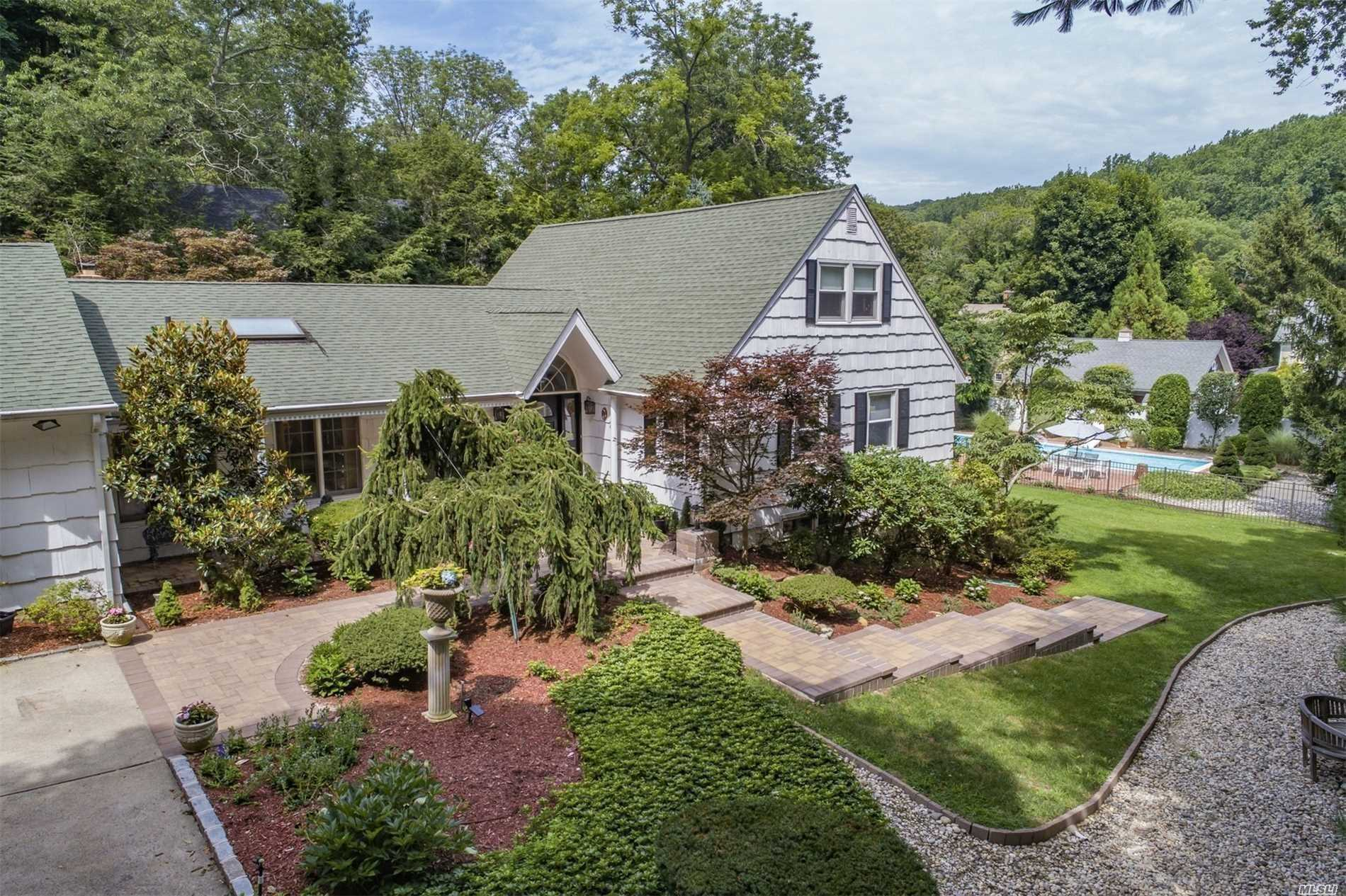 Listing in Cold Spring Hrbr, NY