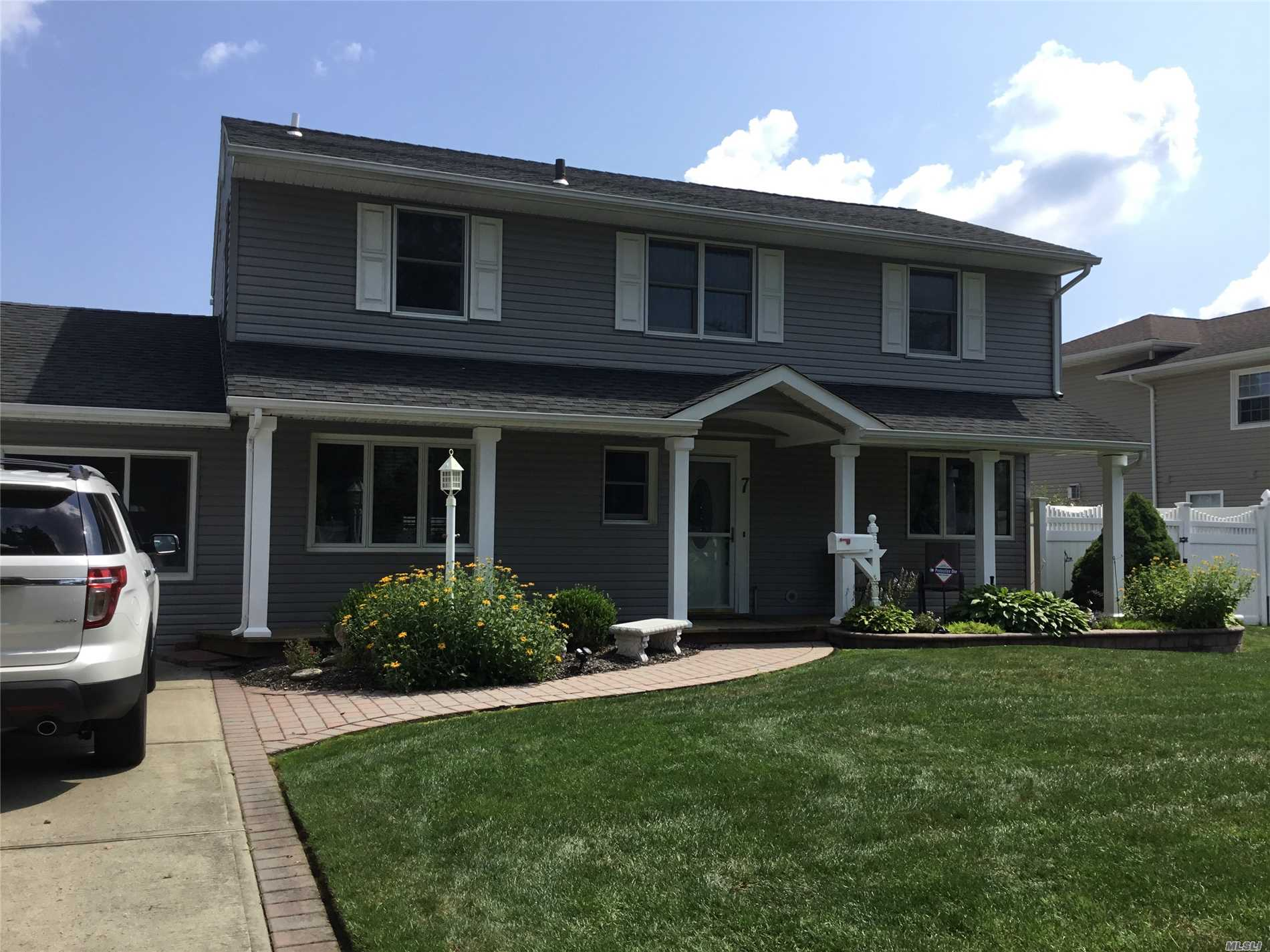 Listing in Kings Park, NY