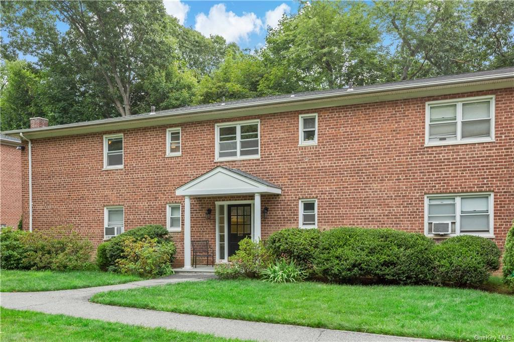 Beautiful second floor END unit. Spacious living area with LOTS of natural light and gleaming hardwo