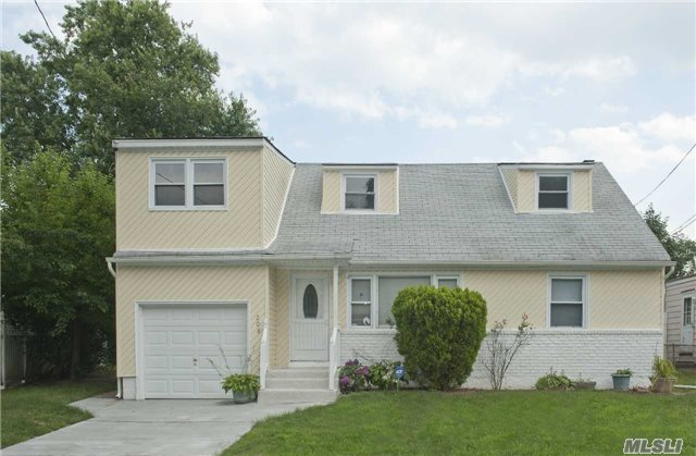 Listing in Roosevelt, NY