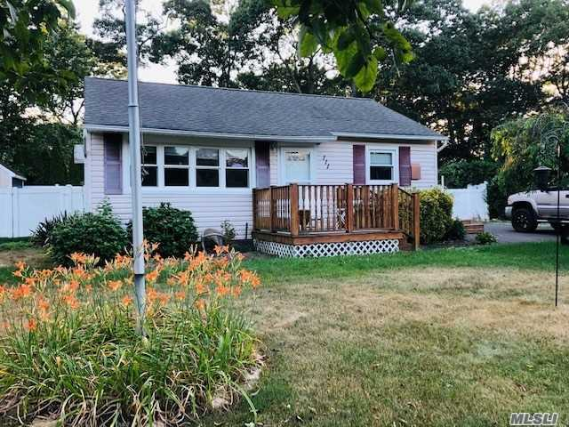 Listing in Flanders, NY