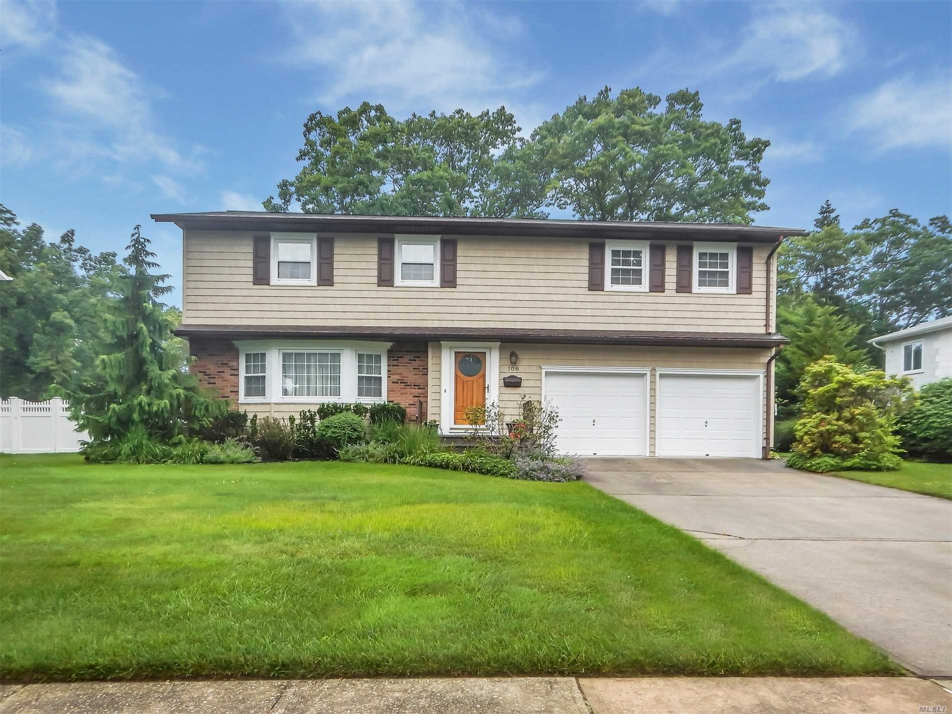 Listing in East Islip, NY