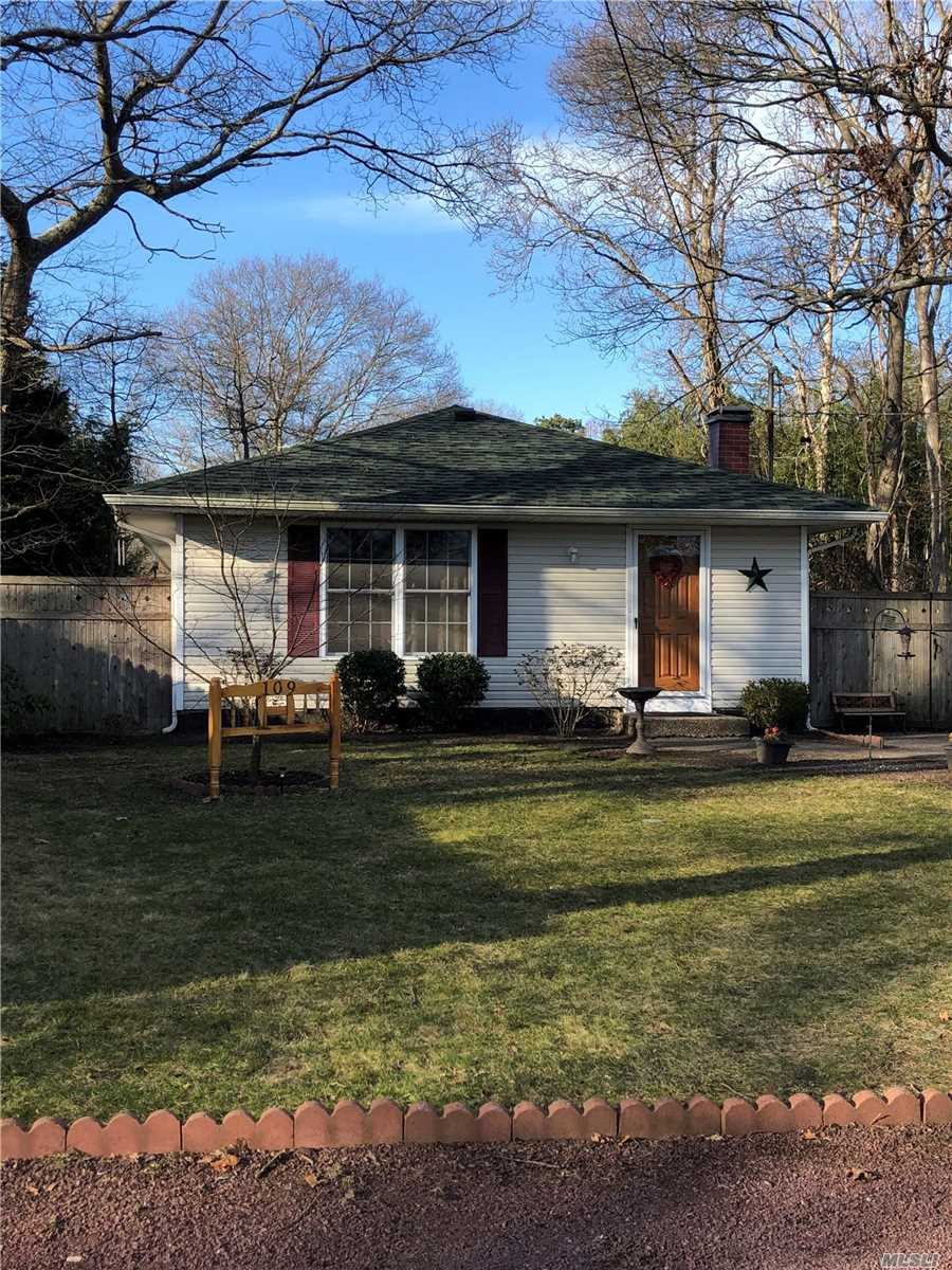 Listing in Mastic, NY