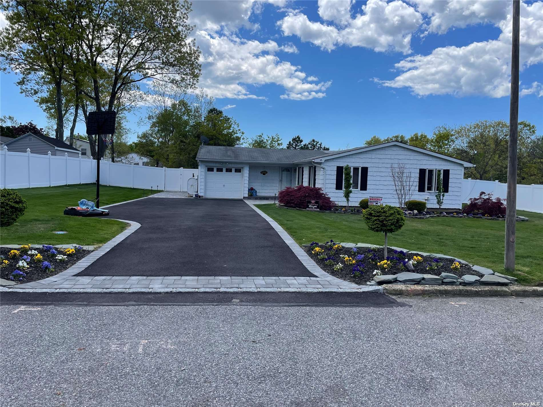 Listing in Holtsville, NY