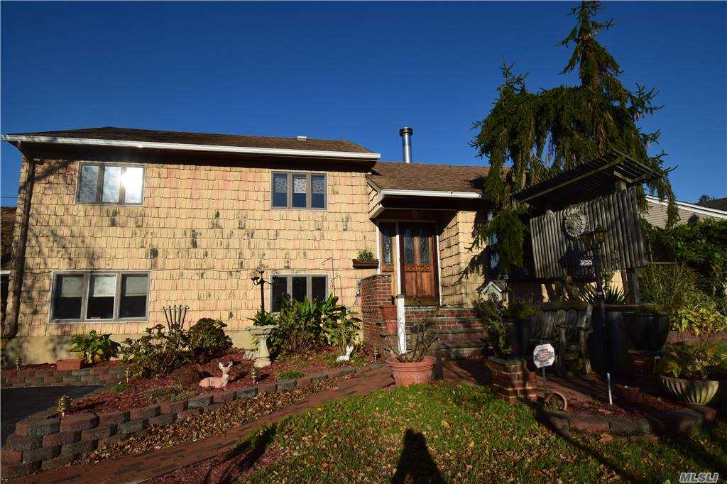 Listing in Wantagh, NY
