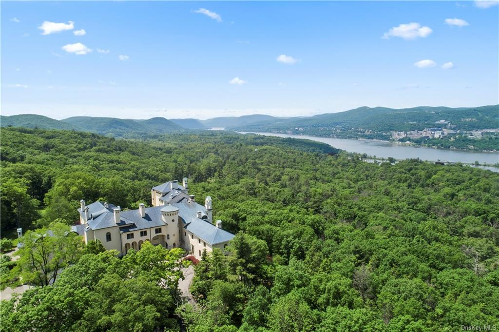 This private duplex on the northeast corner of the Garrison Castle overlooks the entire Hudson River