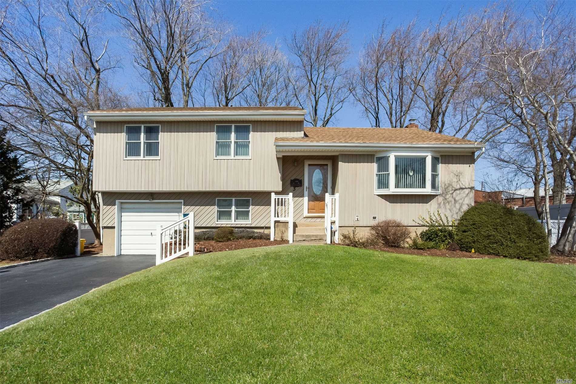 Listing in Hicksville, NY
