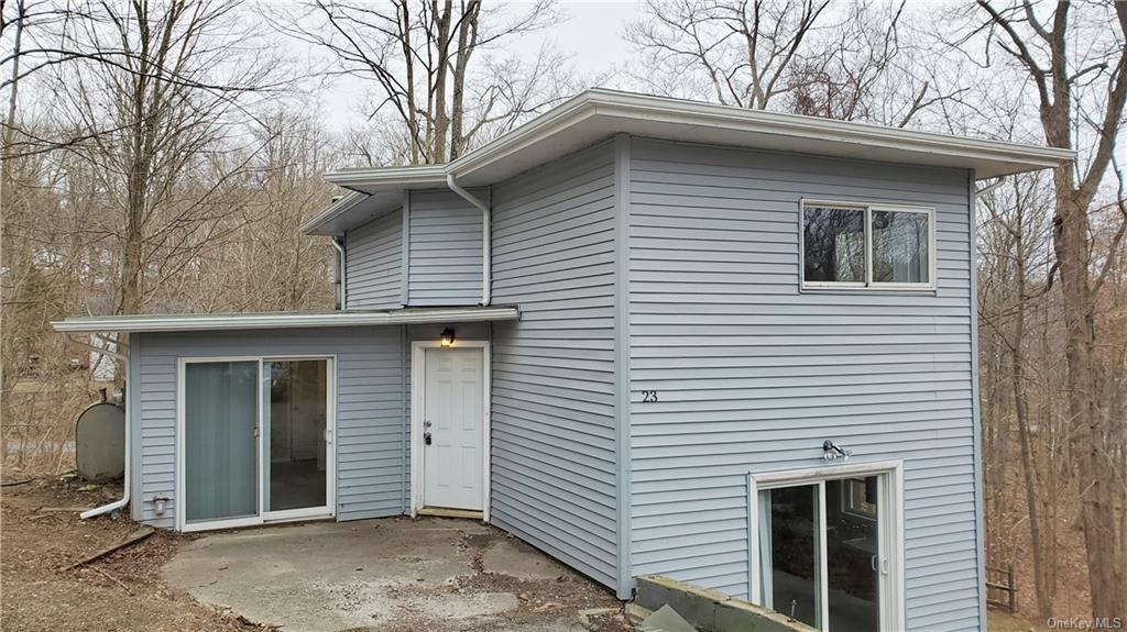 Quiet cul-de-sac location overlooking brook.  Home features 2 bedrooms and 2 full baths.  Fresh pain