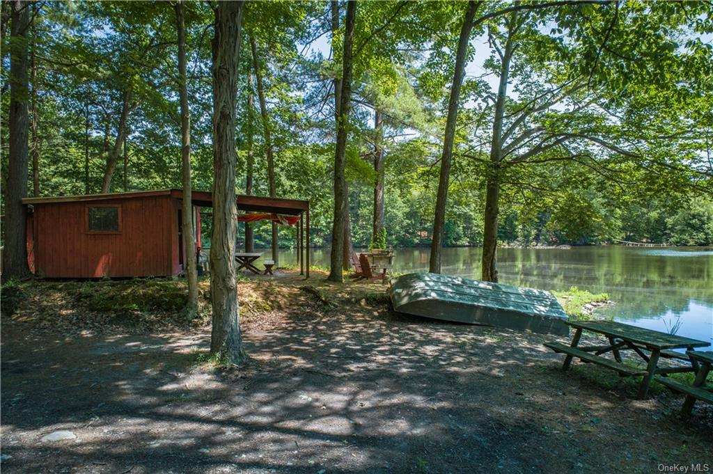 A private natural refuge on 510 acres in the heart of the Hudson Valley with a private 10-acre lake & miles of trails create an